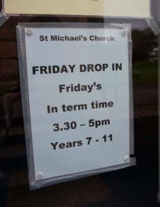 Bildet viser informasjon om drop in- klubben i St Mike`s kirka i Carlisle