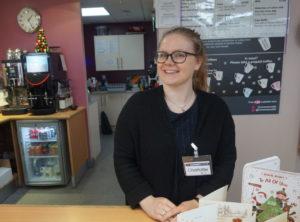 Bildet viser ettåring Tone Charlotte på jobb på Cornerstone; kafeen som St James kirka, som hun jobber i, driver i Carlisle.