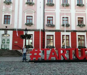 Bildet viser britiske ettåring Gareth på plass i Tartu, Estland.
