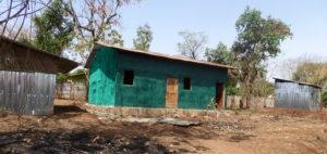 Bildet viser venterommet (grønn) og bølgeblikk bygg for kjøkken og do