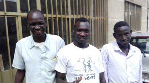 Bildet viser tre unge menn