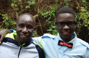Bildet viser to unge menn fra Etiopia