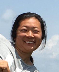 bildet viser ei ung jente