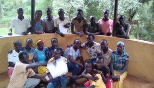 Gruppebilde - gumuz prester og evangelister står og sitter i en halvsirkel