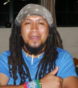 Bildet viser en gassisk musiker
