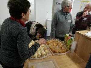 Bildet viser frivillige i ferd med å gjøre i stand til Babels Café