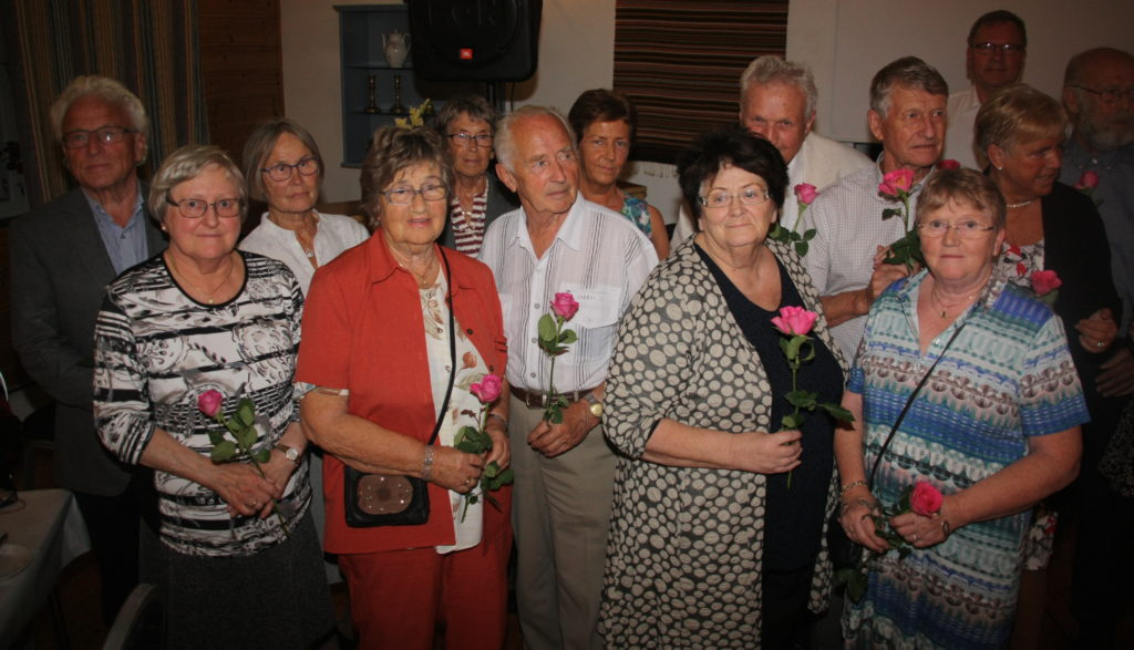 Alle som var med da NMS Gjenbruk Os startet opp for fem år siden fikk en rose.