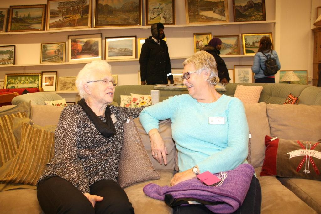 Halldis Grønli og Evy K. Lier Hansen har vært medarbeidere i NMS Gjenbruk Råde siden starten for 13 år siden. De mener det var helt avgjørende å få nye lokaler.
